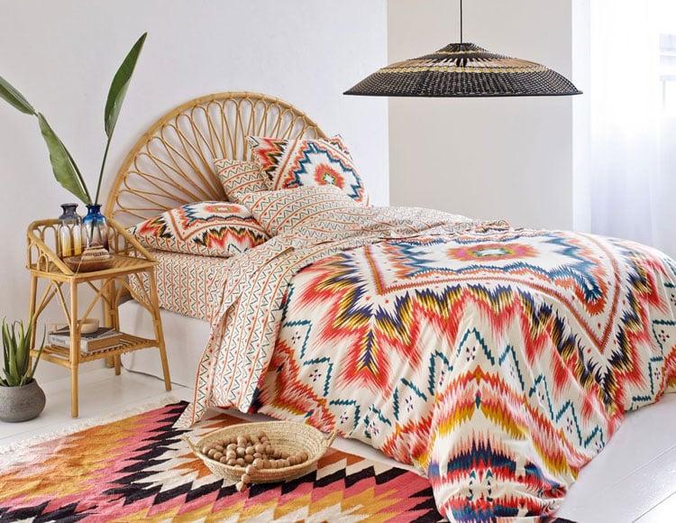 t te de lit en rotin 10 mod les pour la chambre parentale. Black Bedroom Furniture Sets. Home Design Ideas