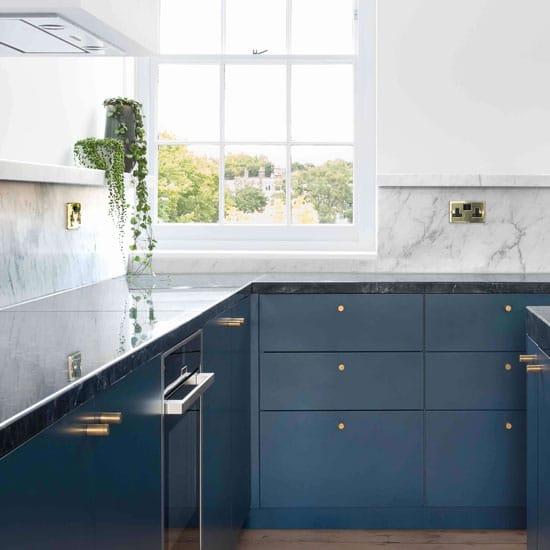 cuisine bleue et marbre