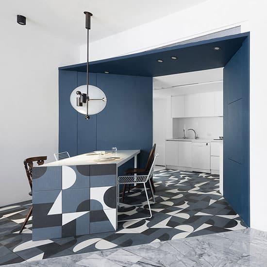 cuisine bleue et carreaux de ciment