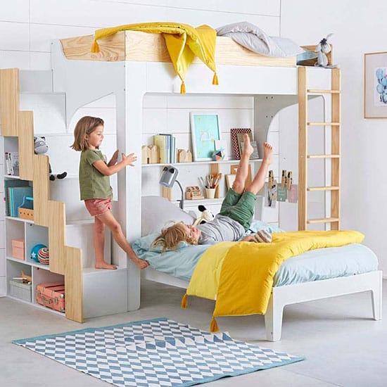 mezzanine avec étagères