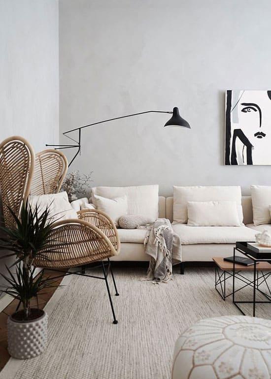 Du mobilier bas pour agencer un salon étroit