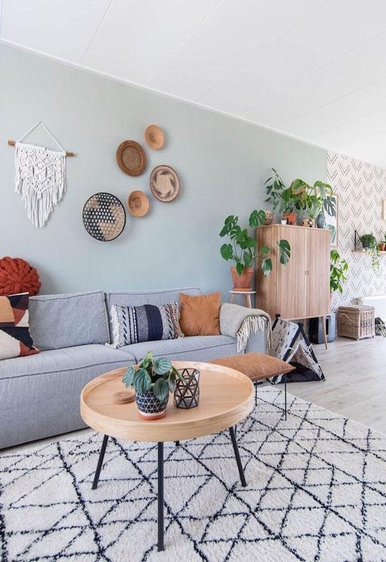 Mur coloré pour délimiter un séjour salle à manger