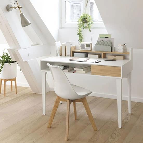 Bureau blanc avec rangement