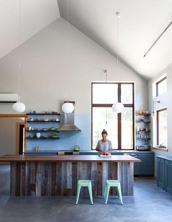 cuisine bleue et bois de bardage