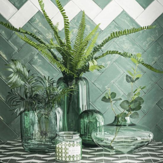 Vase en verre teinté vert