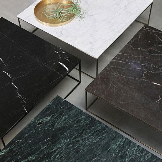 Table basse en métal noir et marbre