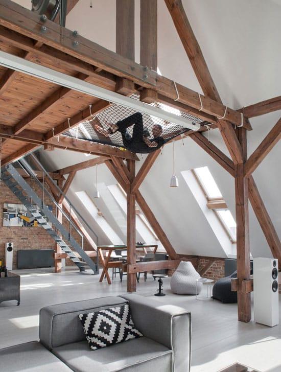Filet hamac suspendu sur mezzanine pour ce loft design