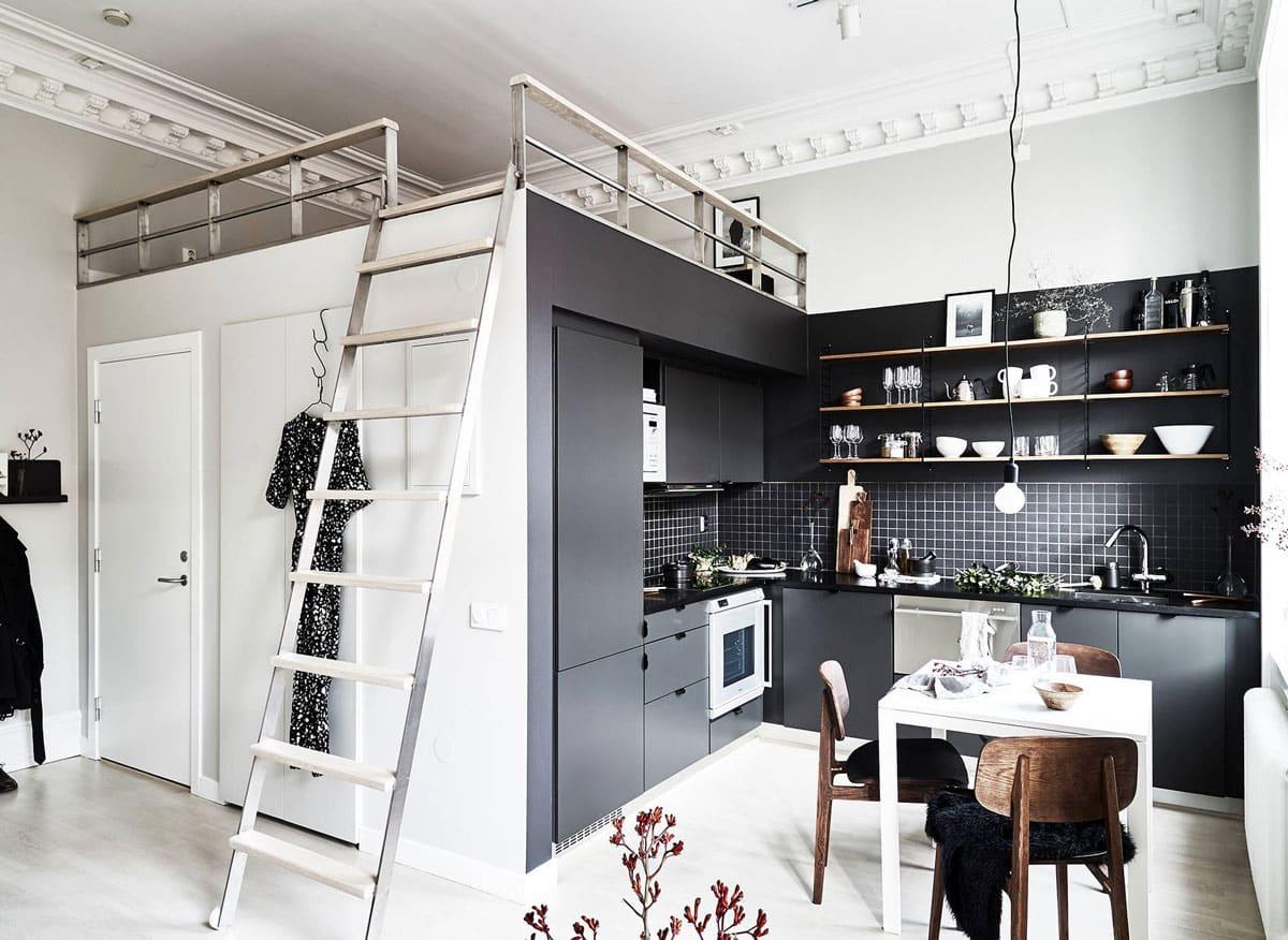 Appartement avec mezzanine ouverte au-dessus de la cuisine