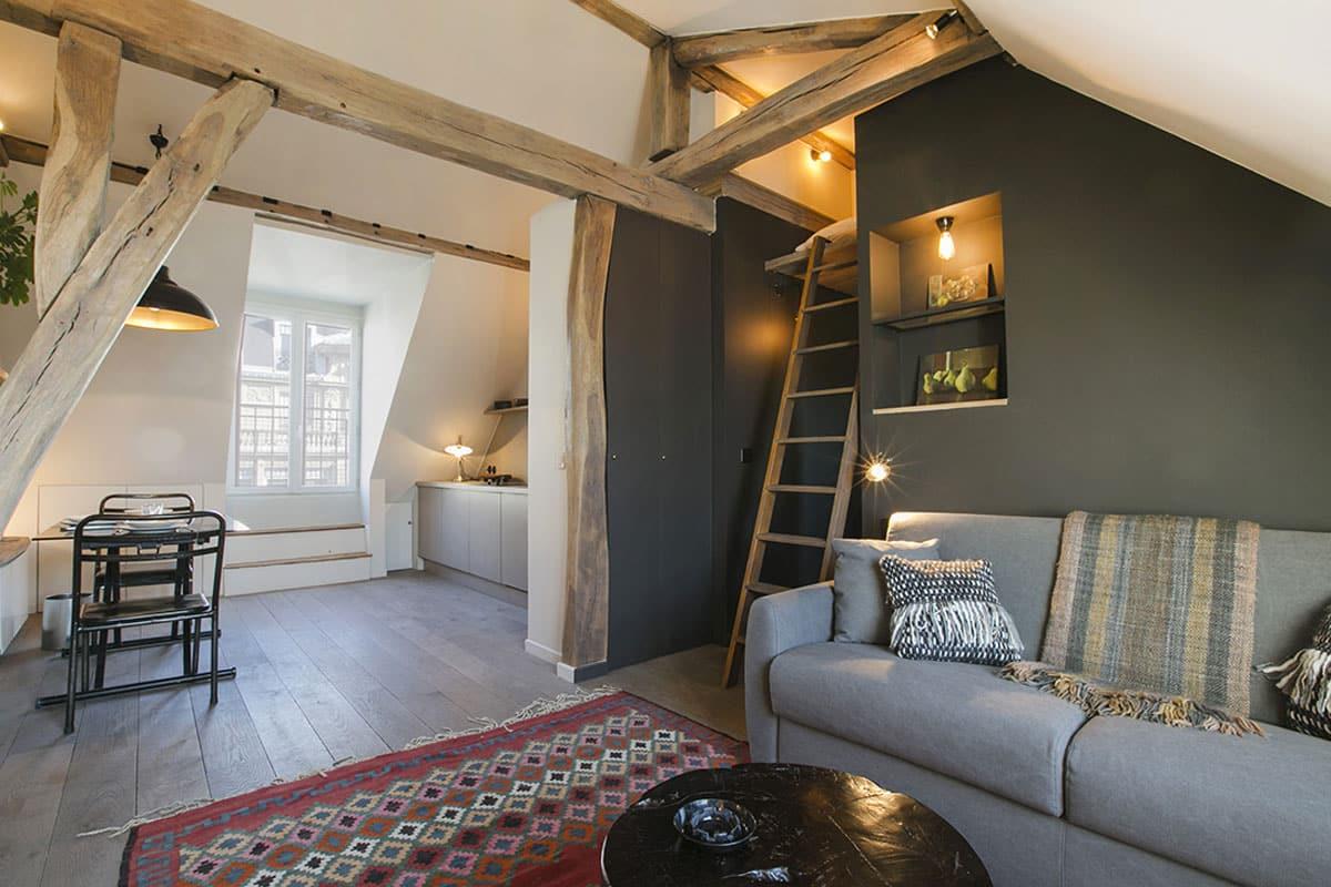 Une mezzanine mansardée sous les toits de Paris