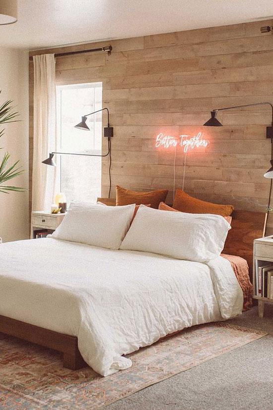 Parquet en guise de tête de lit