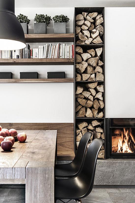 Mur de bûches de bois