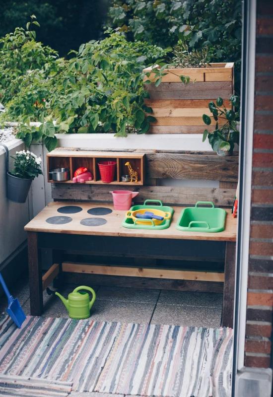 Cuisine pour enfant sur balcon
