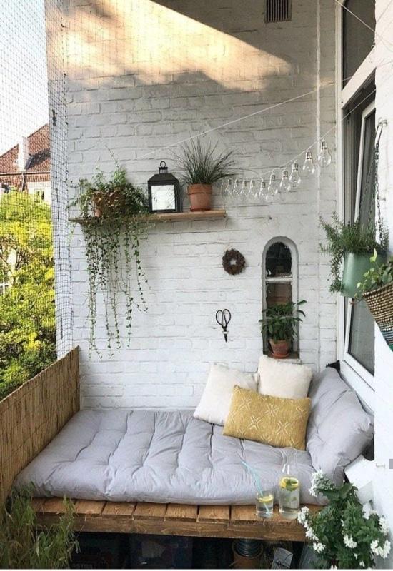 Lit palette sur balcon