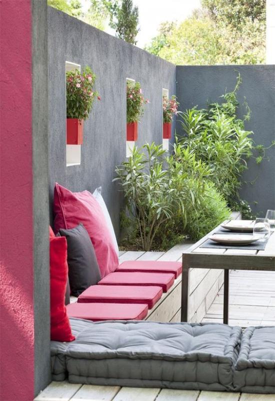 Balcon rouge et gris