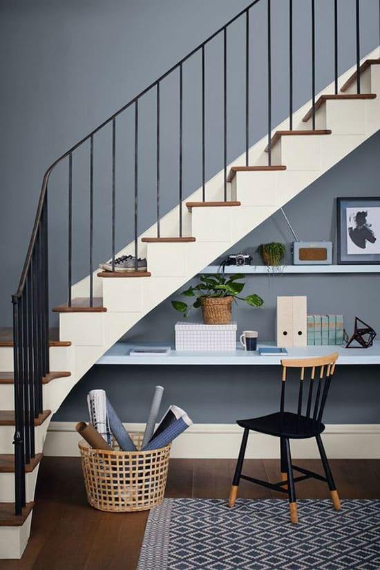 Tablette bureau sous l'escalier