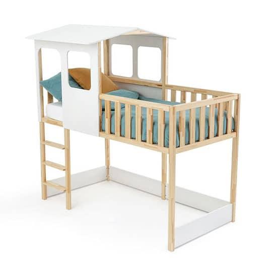 lit cabane avec barrière