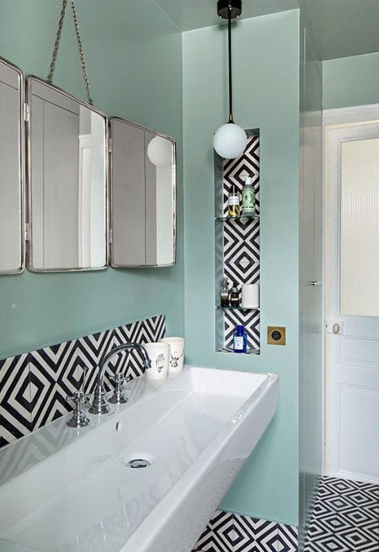 Salle de bain à motifs géométriques