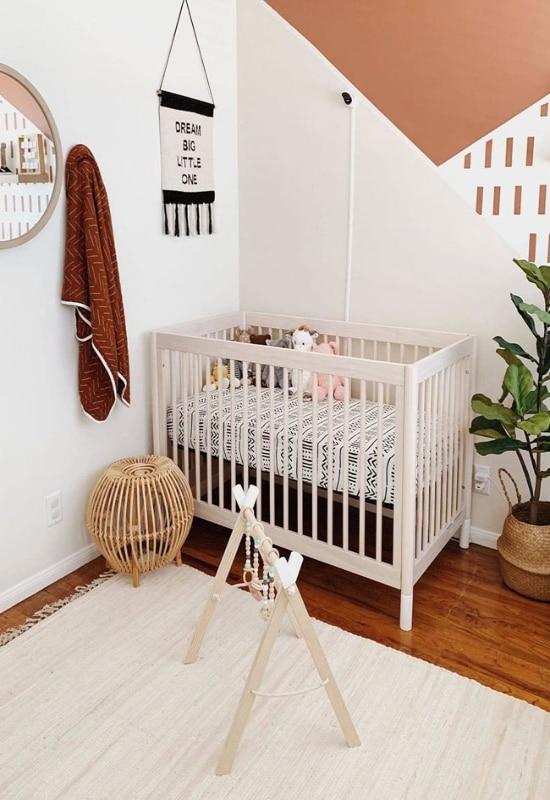 chambre bébé blanche et terracotta