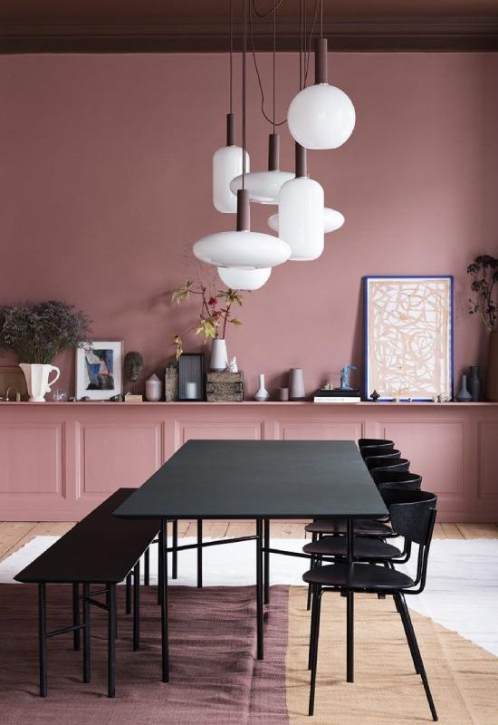 salle à manger noir et terracotta