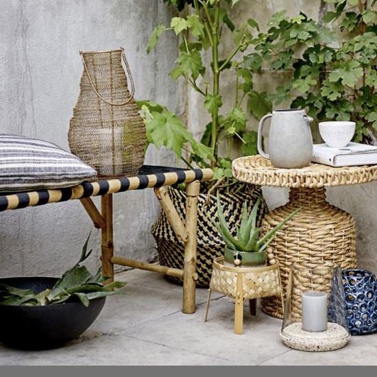 Banc d'extérieur en bambou et assise tressée