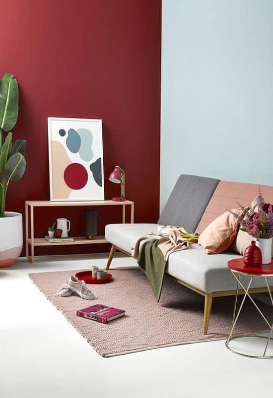 salon scandinave couleur bordeaux