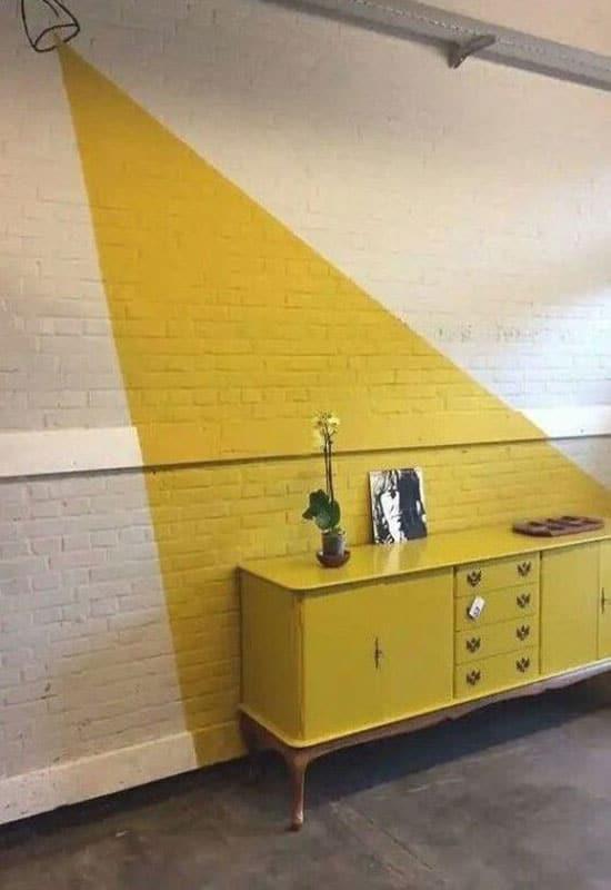 Mur texturé blanc et jaune