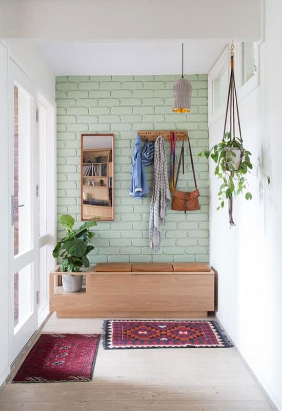 Mur pierre vert clair dans l'entrée
