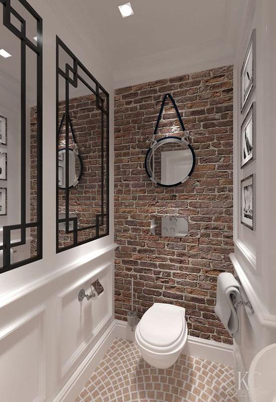 Mur de brique dans les wc