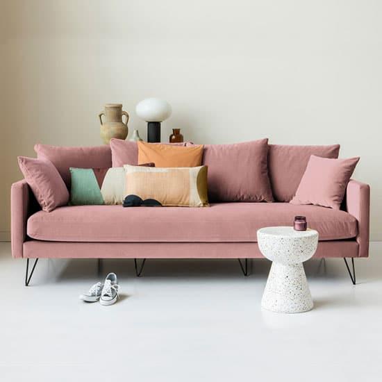 Canapé confortable avec pieds épingles