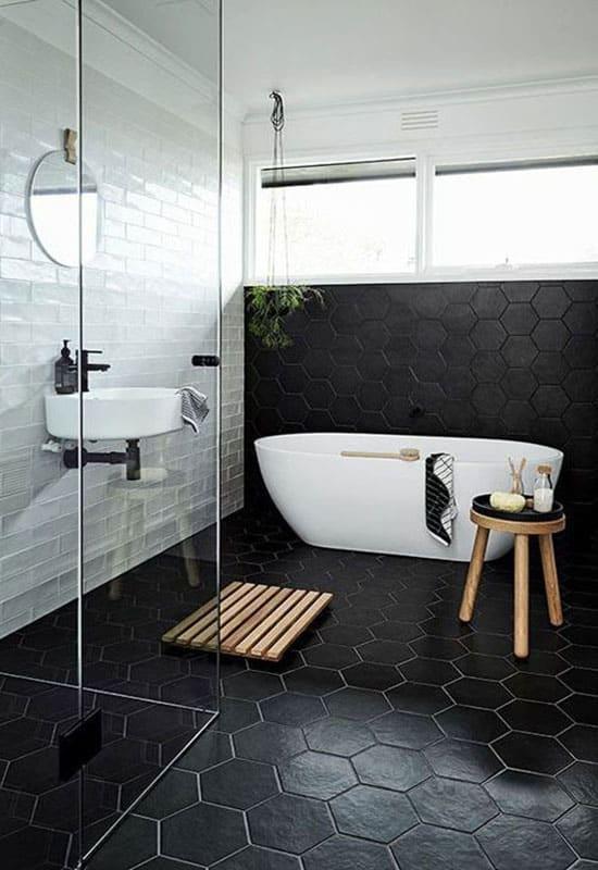 Salle de bain noire et blanches