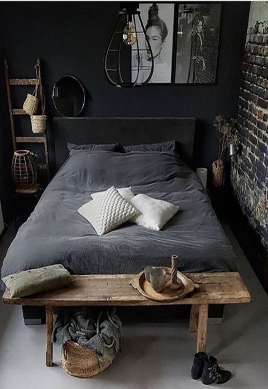 Chambre noire et matériaux bruts
