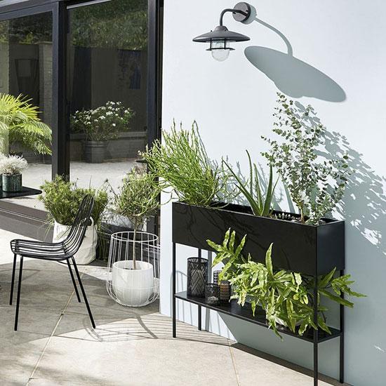 Jardinière d'intérieur en métal noir
