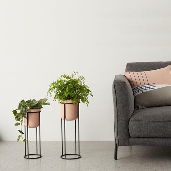 Piédestal pour plantes rose