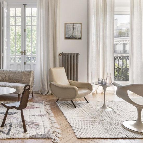 Différents types de mobiliers dans un séjour cocooning