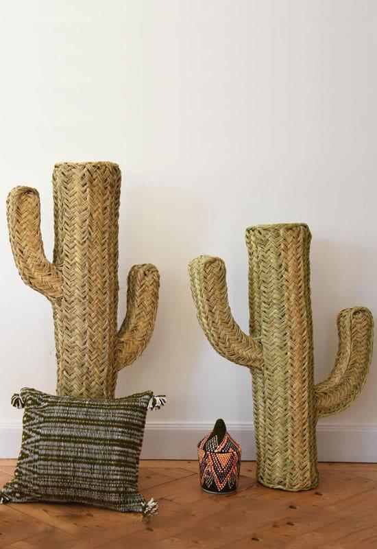 Cactus en paille tressée