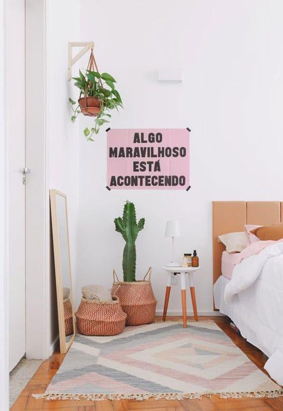 Cactus en pot dans la chambre à coucher