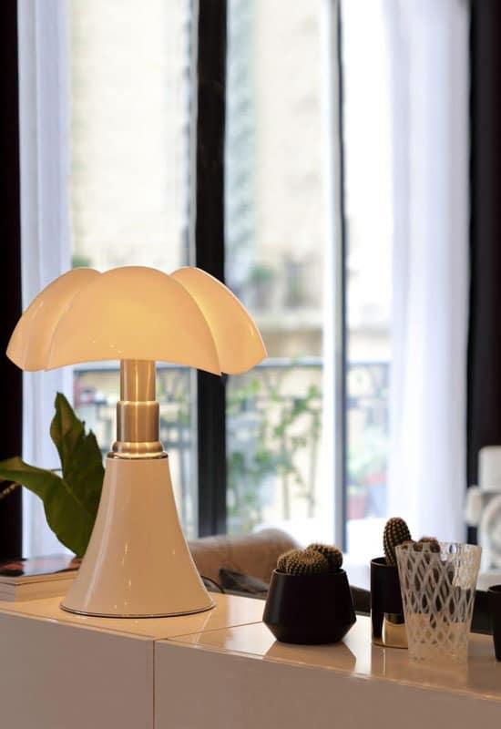 Lampe et buffet laqué blanc