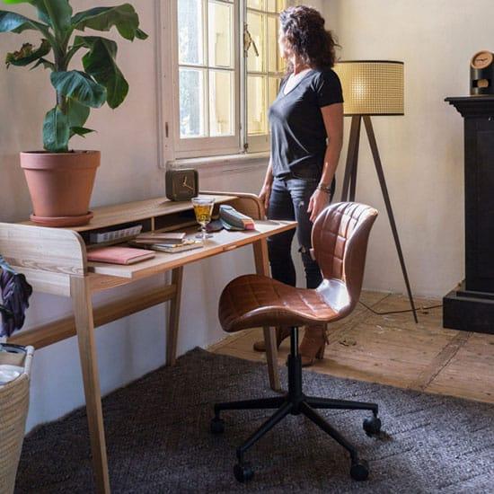 Chaise de bureau à roulettes couleur camel