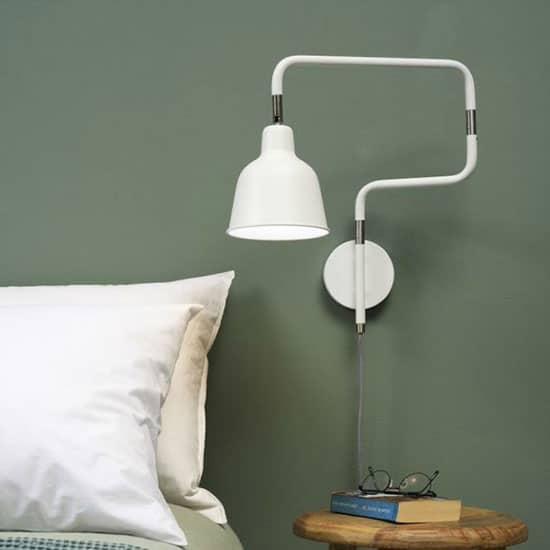 Applique sur bras blanche type lampe de chevet