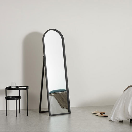 Miroir sur pied noir