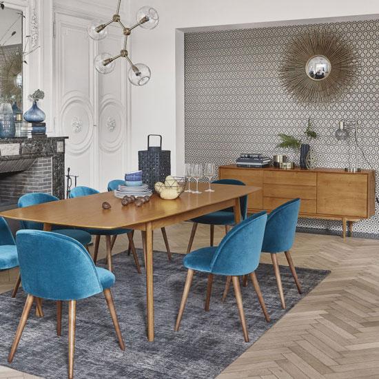 Un miroir d'inspiration Chaty Vallauris dans une salle à manger scandinave