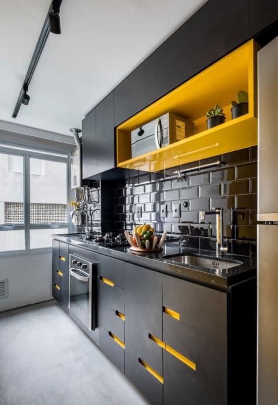 cuisine noire et jaune