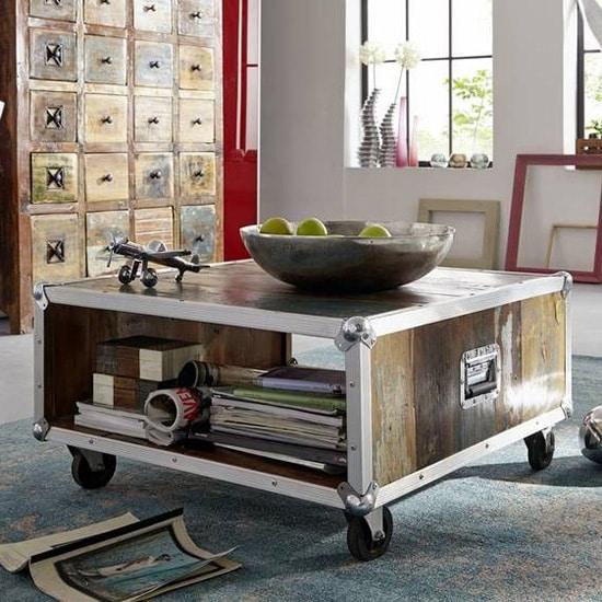 Table en bois recyclée