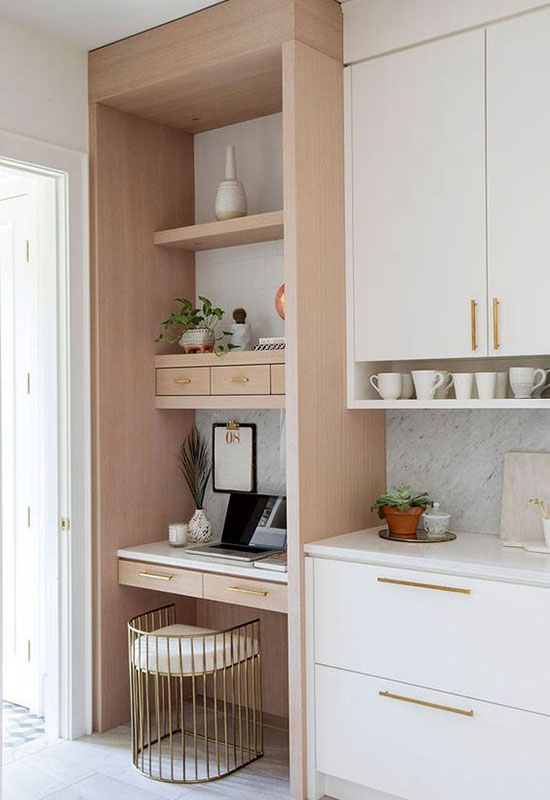 Petit bureau intégré dans la cuisine