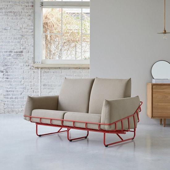 Sofa sur structure métallique