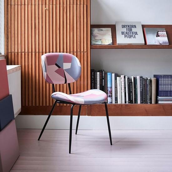 Chaise originale en tissu graphique