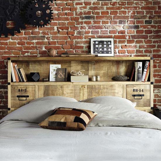 Des tiroirs pour une tête de lit fonctionnelle