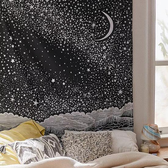Une tenture en guise de ciel de lit