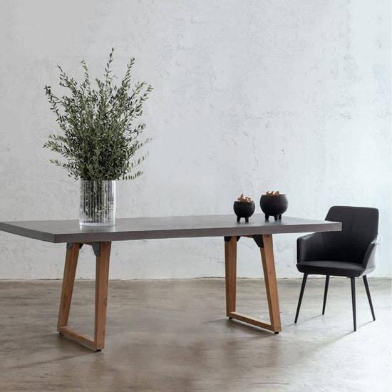 Table en béton rectangulaire