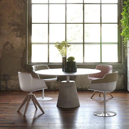 Table avec base en béton